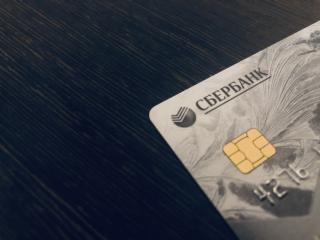 Фото: PRIMPRESS | От 5000 рублей в месяц. Владельцев карт Сбербанка ждет изменение