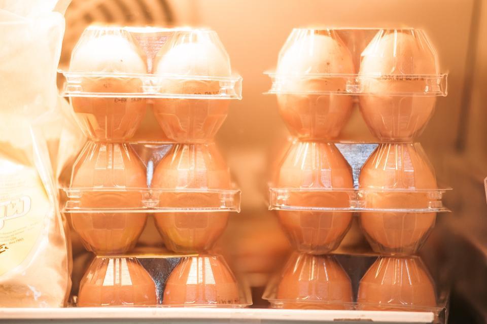Куриные яйца неизвестного качества изъяли на дороге в Приморье