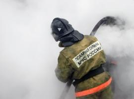 Около двух часов огнеборцы тушили пожар в частном доме во Владивостоке