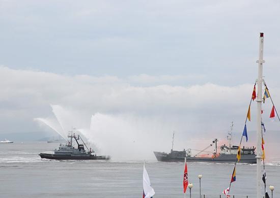 Во Владивостоке прошла первая репетиция Дня ВМФ