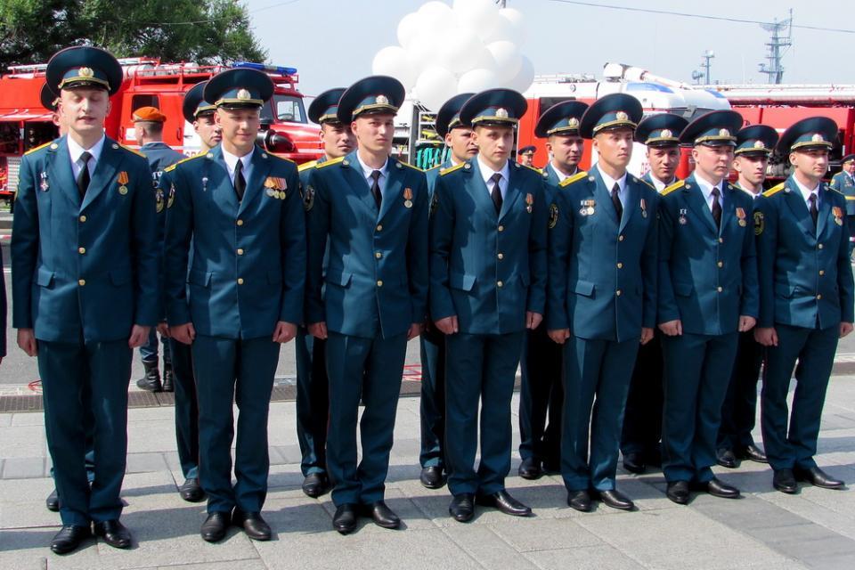 Во Владивостоке прошел первый выпуск кадетов Дальневосточной пожарно-спасательной академии