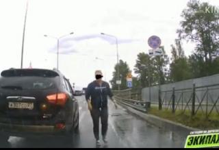 Фото: кадр из видео | Видео с поступком автомобилистки из Хабаровска обсуждают в Сети
