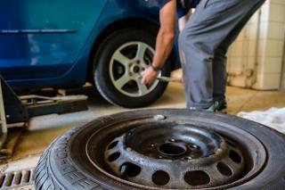 Фото: pixabay.com | На полном ходу лопнуло колесо? Что делать водителю в опасной ситуации