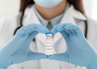Фото: freepik.com | В Приморском крае прошло вакцинацию более 60% сотрудников Сбербанка
