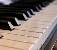 Фото: freepik.com | Чем именно характеризуется настройка пианино: основные причины поломок музыкального инструмента