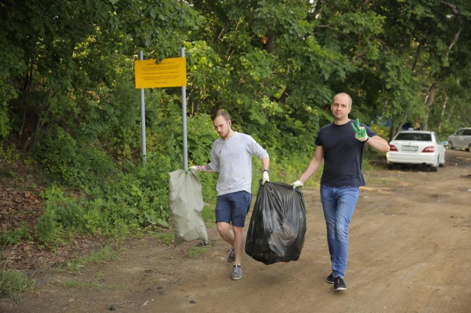На побережье Амурского залива во Владивостоке прошла экологическая акция
