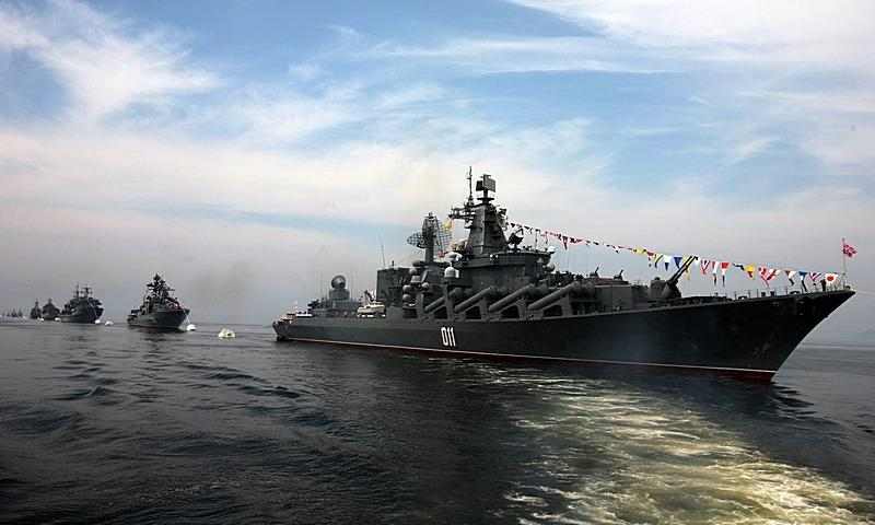 Корабли Балтфлота встали встрой перед репетицией парада вБалтийске