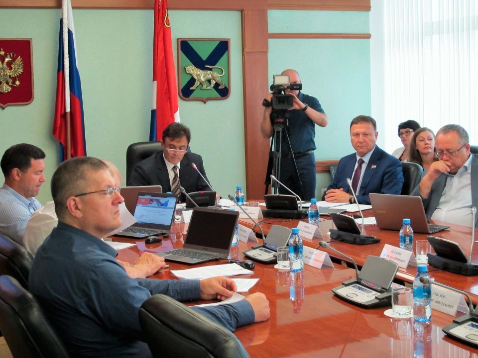 В Приморье планируют снизить ставку налога для маленьких лодочных моторов