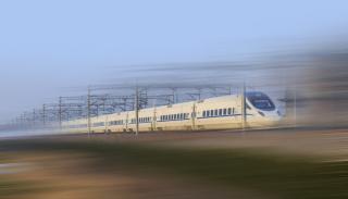 Фото: freepik.com   Поезд, развивающий скорость до 600 км/ч, сошел с конвейера в Китае