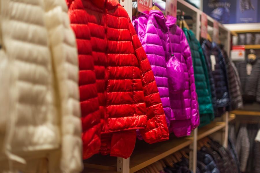 Россиян ожидает рост цен на зимний ассортимент одежды и обуви