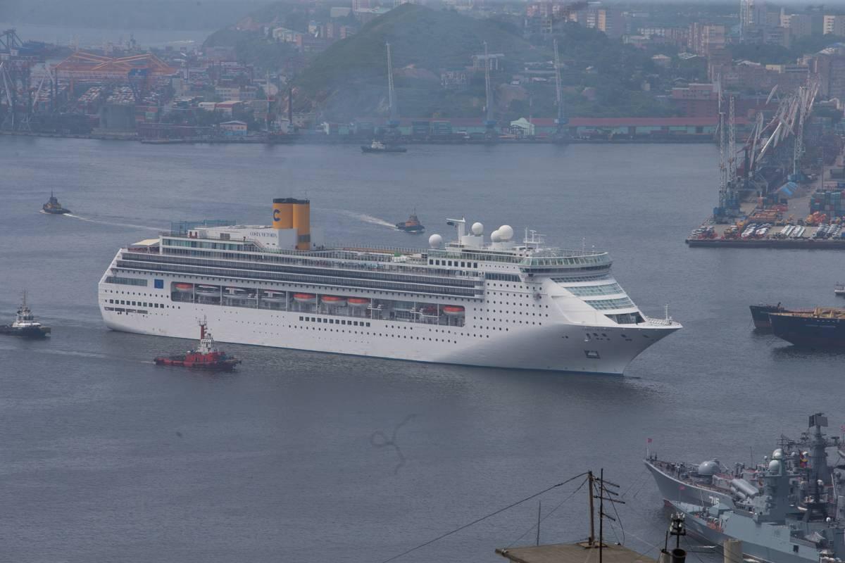 Около двух тысяч туристов прибыли во Владивосток на борту круизного лайнера Costa Victoria