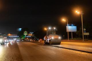 Фото: Татьяна Меель / PRIMPRESS | Новое асфальтовое покрытие появилось прошлой ночью на улице Маковского во Владивостоке