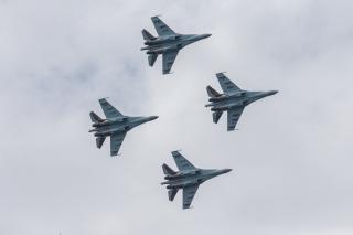 Фото: Татьяна Меель/PRIMPRESS | В День ВМФ жители Владивостока увидели зрелищное авиашоу