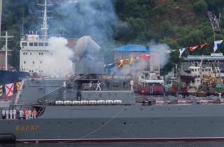 Фото: PRIMPRESS | «Крик был на весь пляж»: ЧП произошло во время празднования Дня ВМФ в Приморье