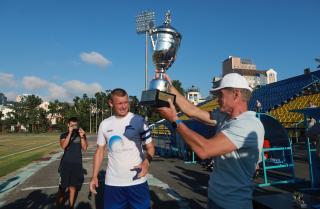 Фото: primorsky.ru | Глава региона вручил награды победителям Кубка Приморья по футболу