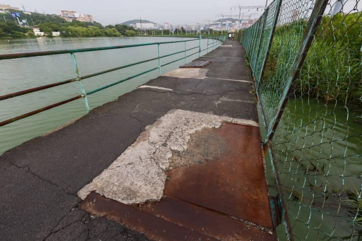 Нездоровый образ жизни: где во время пробежки во Владивостоке легко получить травму?