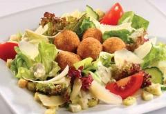 Непрошеного гостя обнаружил в салате «Цезарь» житель Приморья
