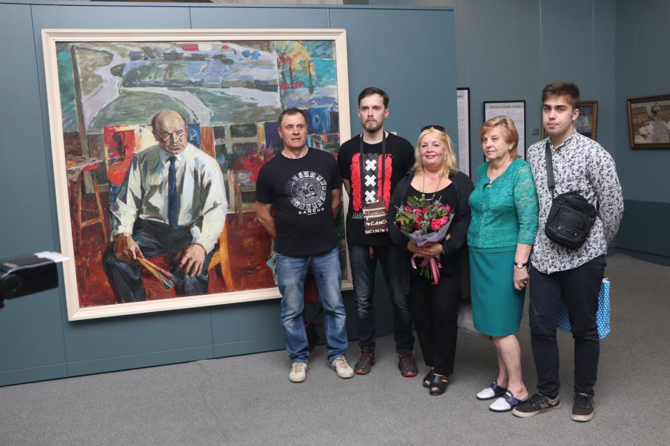 Юбилейная выставка заслуженного художника России Кима Коваля открылась во Владивостоке