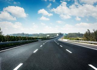 Фото: freepik.com   ГИБДД может поднять максимальную скорость на дорогах до 150 км/ч