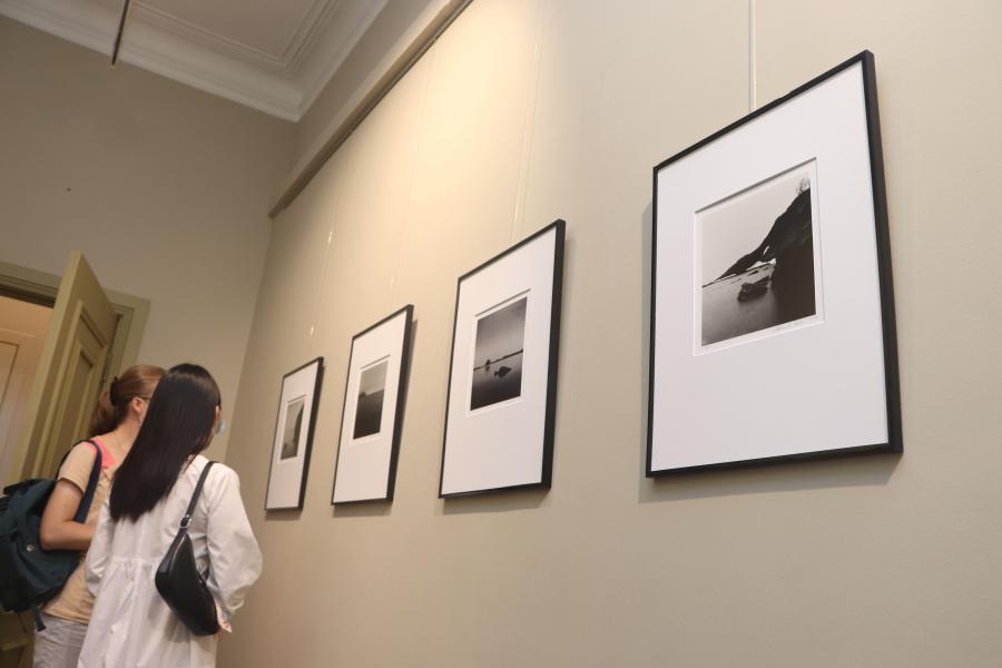 Во Владивостоке открылась фотовыставка «Берега. Ускользающая пустота»
