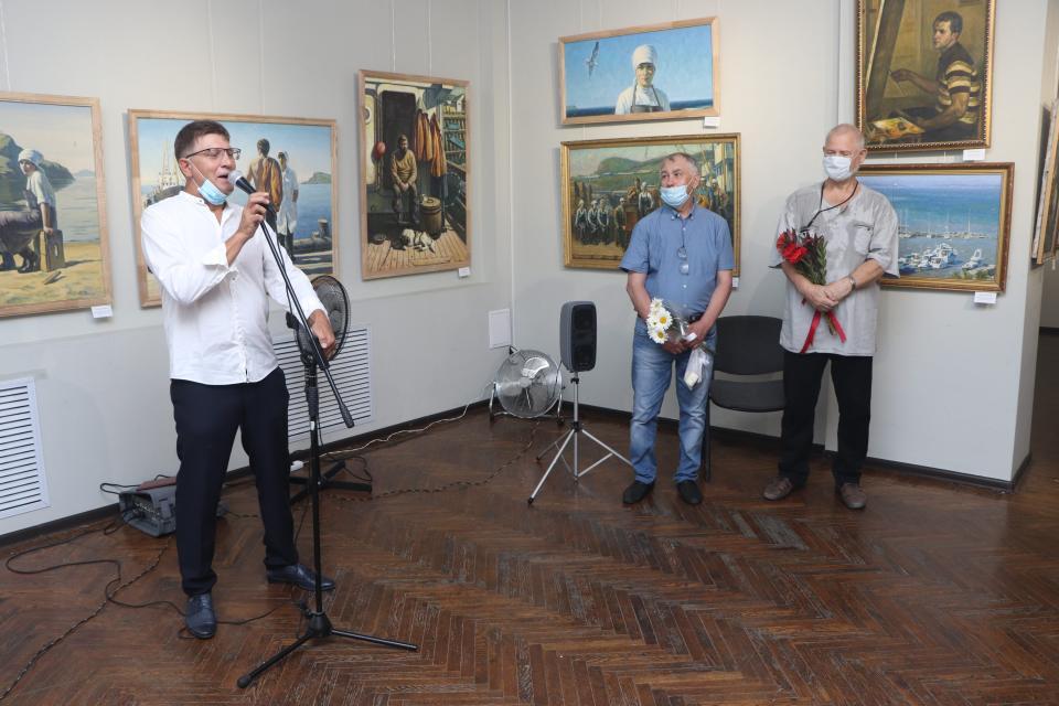 Сразу две персональные выставки открылись в Союзе художников во Владивостоке