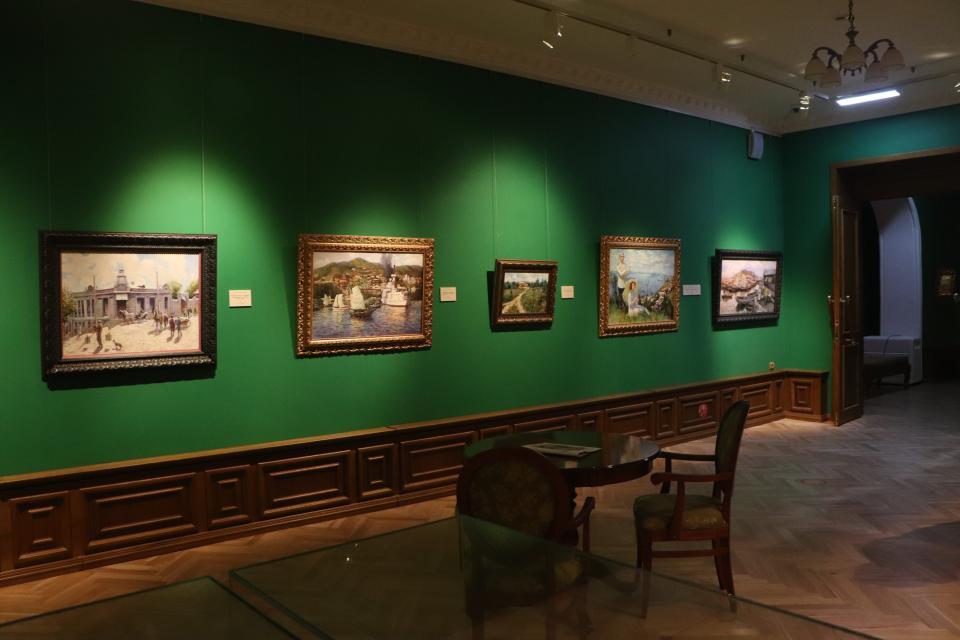 Приморская картинная галерея представила вниманию зрителей удивительные выставочные проекты