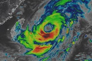 Фото: AccuWeather | Спутниковые снимки подтверждают выход тайфуна «Ин-фа» на Приморье