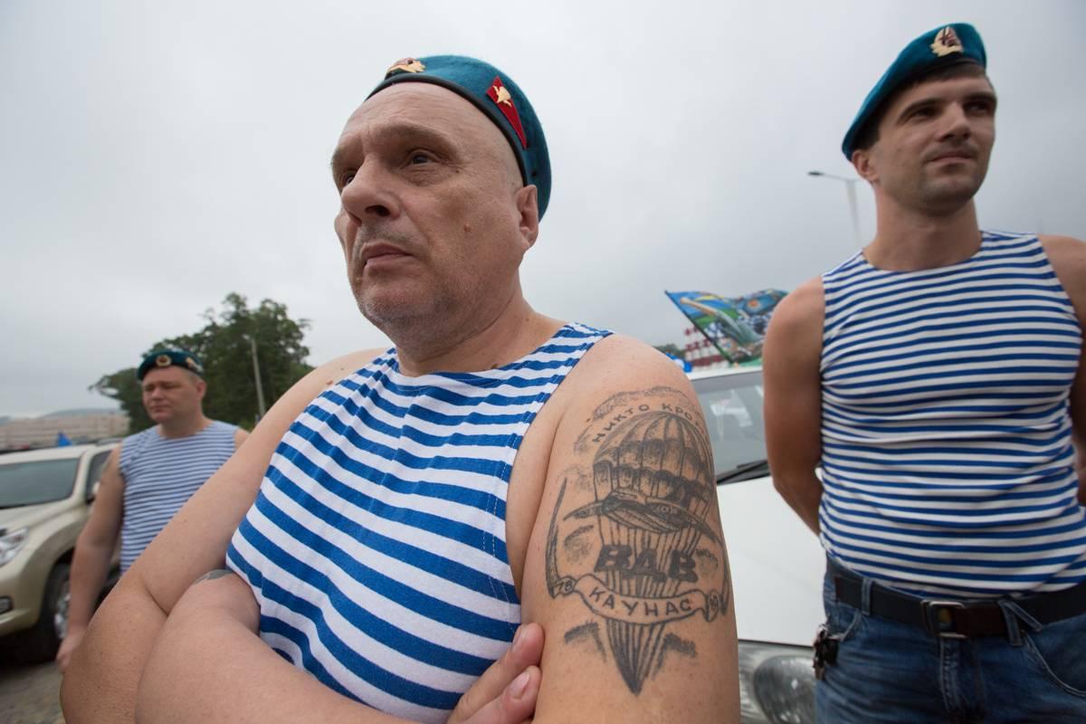 «Шел, охладился, дальше пошел»: десантники Владивостока отмечают День ВДВ