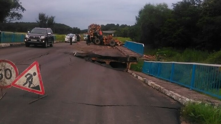 Проезд помосту около села Таежка вПриморье остановлен для большегрузов