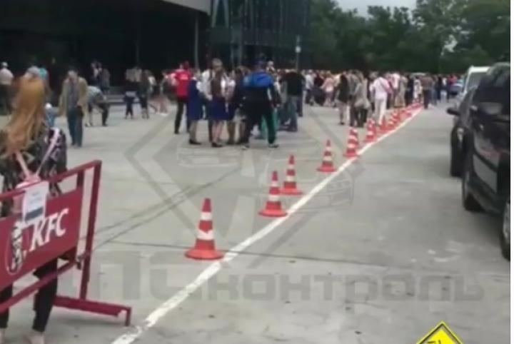 Гостей  ТЦвоВладивостоке эвакуировали из-за сообщения обомбе
