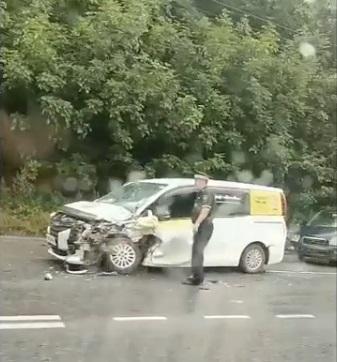 Первые жертвы разгула стихии: ливень спровоцировал ДТП на дорогах Владивостока