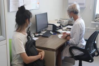 Фото: Екатерина Дымова / PRIMPRESS | Иностранных граждан бесплатно вакцинируют в Приморье