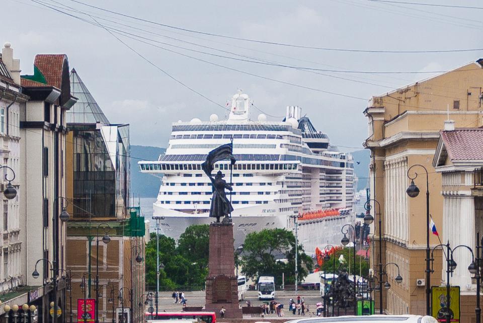 Лайнер MSC Splendida посетил Владивосток