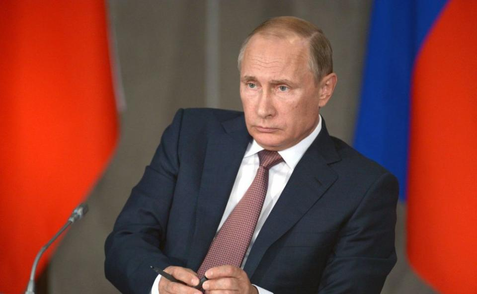 Путин позвал в приморский офшор торговые суда