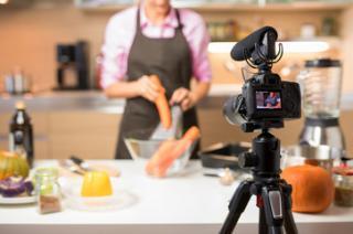 Фото: freepik.com | Как оформить видео для компании