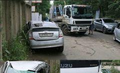 Длинномер «поглотил» Toyota Prius с девушкой за рулем во Владивостоке