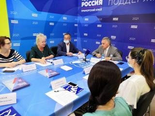 Фото: «Единая Россия» | Приморские эксперты предложили поменять подходы в мотивации педагогов и докторов