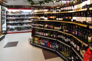 Фото: PRIMPRESS   Теперь алкоголь будет купить сложнее. Минздрав ужесточает меры по продаже крепких напитков