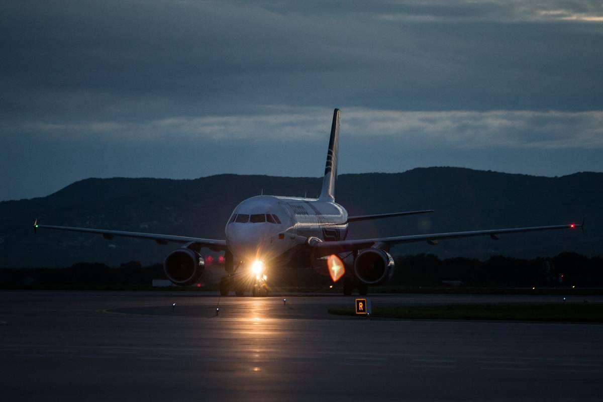 В аэропорту Владивостока День Воздушного флота отметили вечерним авиаспоттингом