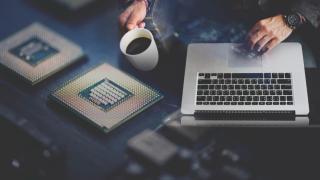 Фото: freepik.com   Хакера наградят за кражу криптовалюты