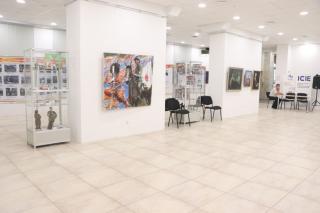 Фото: Екатерина Дымова / PRIMPRESS | Картины, стенды, артефакты: в арт-галерее «Централь» представили выставку «Мирный Тихий»
