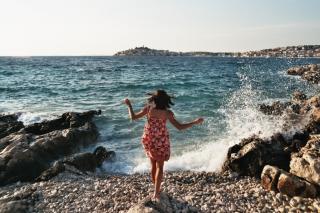 Фото: pixabay.com | «Она жива после такого?»: отчаянный поступок девушки на пляже попал на видео