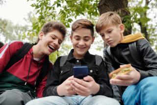 Фото: Pexels | Россиянам рассказали о пользе смартфона для первоклассников