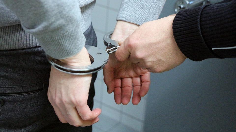 «От сумы и от тюрьмы»: как подготовиться к аресту. 10 советов