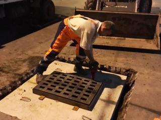 Фото: МБУ «Содержание городских территорий» | Во Владивостоке на сетях ливневой канализации установили новые люки и решетки