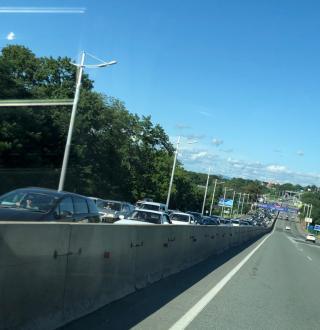 Фото: PRIMPRESS | Серьезная пробка затрудняла сегодня въезд во Владивосток