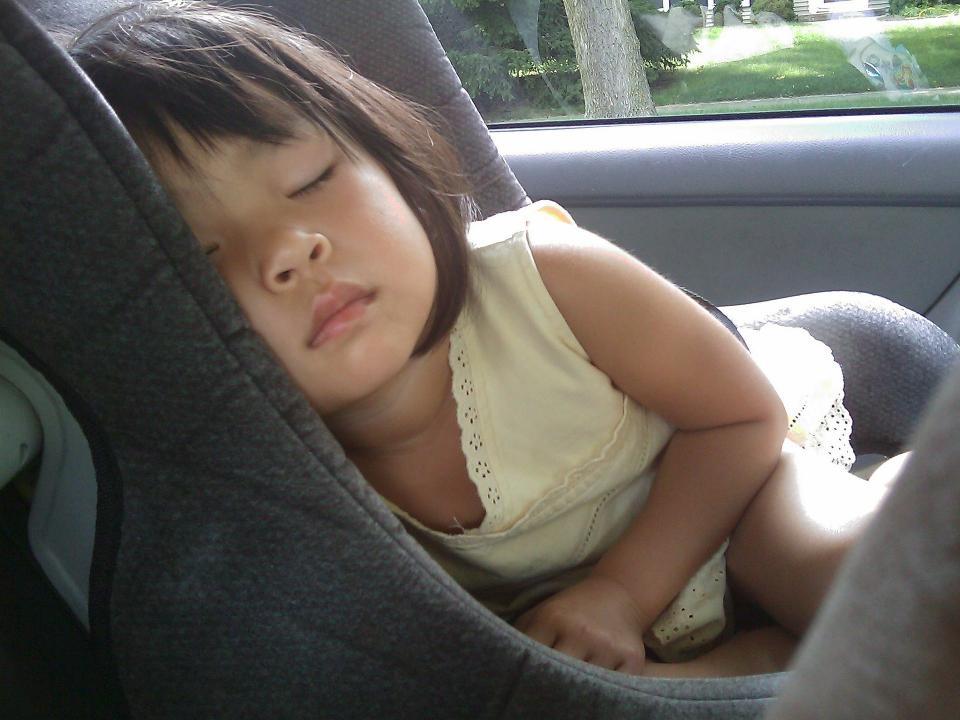 Водители не смогут оставлять детей в автомобиле без присмотра