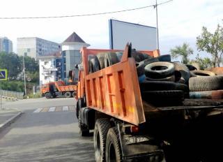 Фото: МБУ «Содержание городских территорий»   До конца года во Владивостоке на вторичную переработку отправят еще более 53 тысяч старых шин