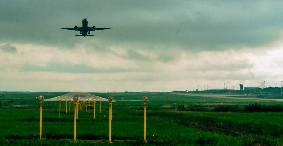 Боинг, летевший изВладивостока в столицу Российской Федерации, аварийно сел вБратске