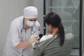 Фото: Екатерина Дымова / PRIMPRESS | Более 50 тысяч доз вакцины против гриппа поступило в Приморье